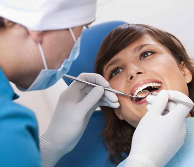 Implantuoja dantis